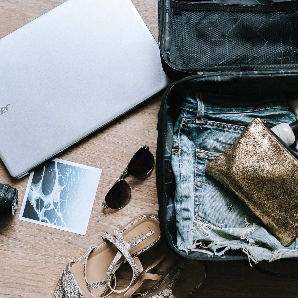 How to pack and unpack your emotional baggage when you are abroad - How to prepare yourself emotionally when going abroad.